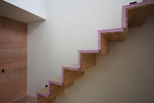 跳ね出し階段